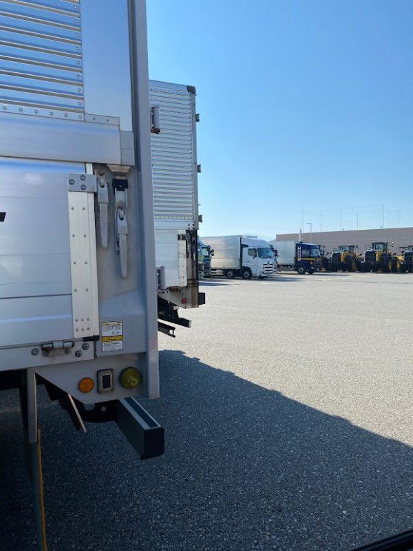 トラック待機場